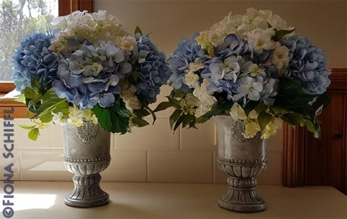Painting vases with hydrangeas Fiona Schiffl